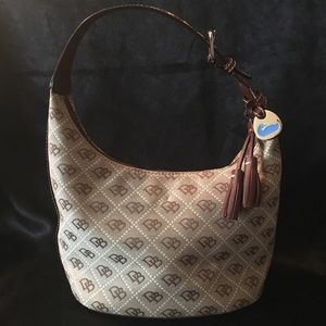 Dooney & Bourke Signature Bucket Bag / Hobo, EUC